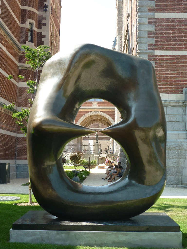 Henry Moore, Oval with Points, 1968-70